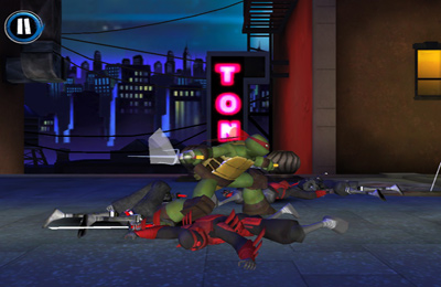 Screenshots of the Teenage Mutant Ninja Turtles: Rooftop Run game for iPhone, iPad or iPod.